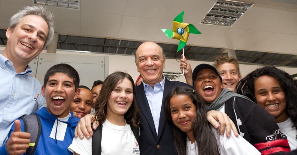 16.ago.2012 - José Serra, candidato do PSDB à Prefeitura de São Paulo, visitou na tarde desta quinta-feira uma feira da área de saúde, no Palácio das Convenções do Anhembi