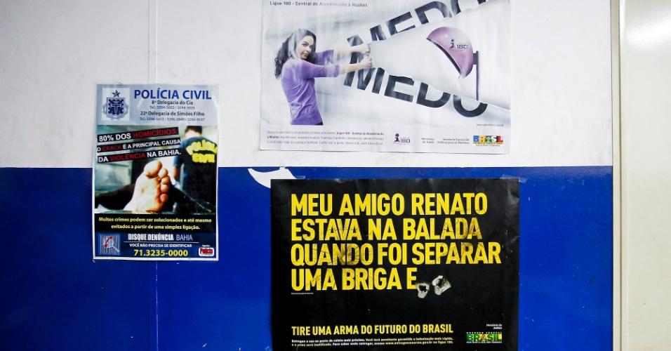 Cartaz contra a violência na cidade de Simões Filho (BA)