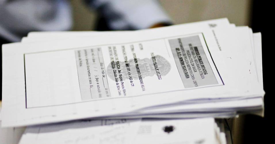 Documentos na 22ª delegacia de Simões Filho (BA)
