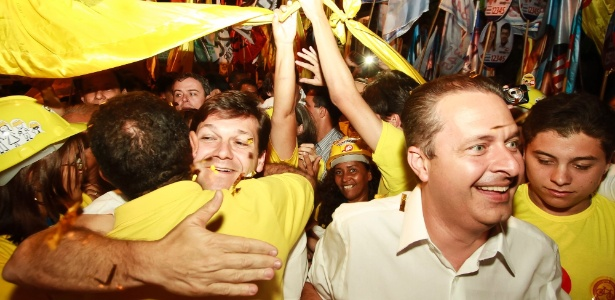 """Campos (à direita) afirmou que """"não há dúvidas"""" sobre seu apoio à candidatura de Dilma"""
