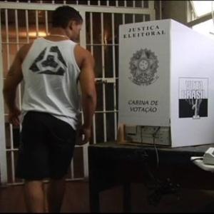 Preso vota na eleição de 2010; detentos provisórios têm direito de votar desde 1988