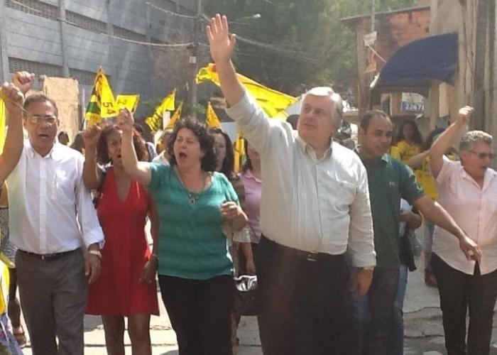 12.set.2012 - O candidato do PPL à Prefeitura de São Paulo, Miguel Manso, fez caminhada pela comunidade de Paraisópolis, zona sul da capital, na manhã desta quarta-feira