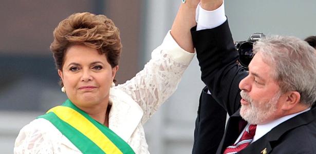 Dilma e Lula na posse da presidente em 2011; ela supera seu antecessor em pesquisa para 2014