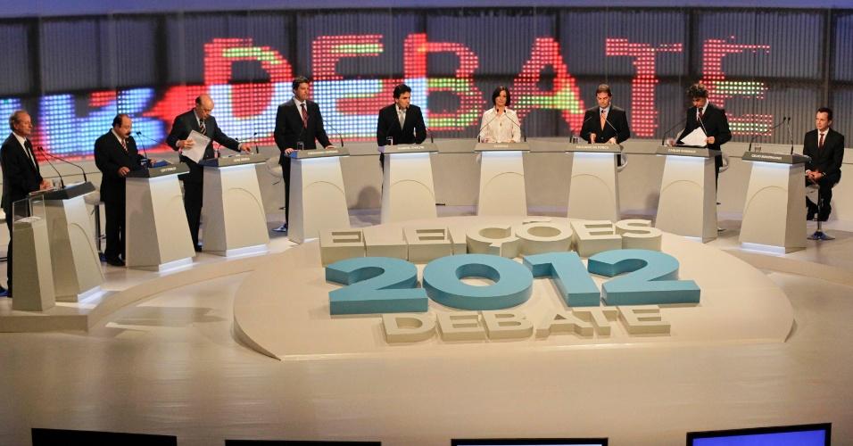 17.set.2012 - Os candidatos à Prefeitura de São Paulo se posicionam nos estúdios da TV Cultura para o debate. (Da esq. para à dir.) Levy Fidelix (PRTB), José Serra (PSDB), Fernando Haddad (PT), Gabriel Chalita (PMDB), Soninha Francine (PPS), Paulinho da Força (PDT), Carlos Giannazi (PSOL) e Celso Russomanno (PRB)