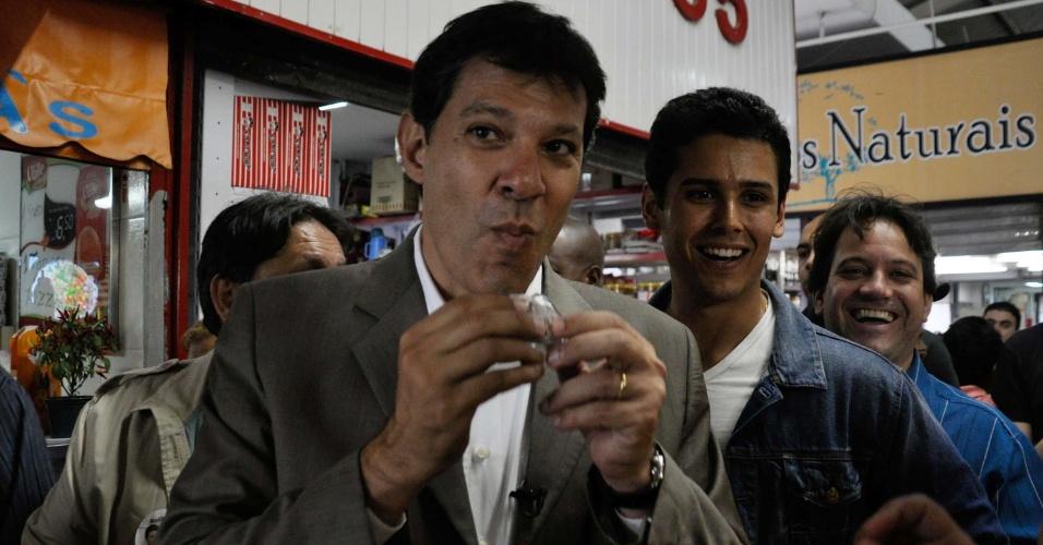 21.set.2012 - O candidato do PT à Prefeitura de São Paulo, Fernando Haddad, fez campanha em São Miguel Paulista, bairro da zona leste da capital paulista, nesta sexta-feira