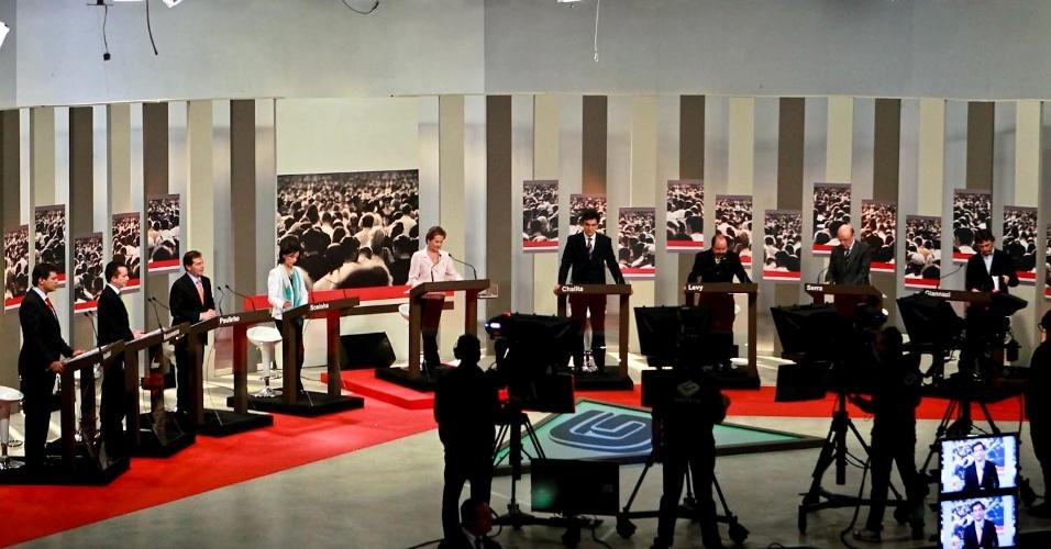 """24.set.2012 - (Da esq. para a dir.) Os candidatos à Prefeitura de São Paulo Fernando Haddad (PT), Celso Russomanno (PRB), Paulinho da Força (PDT), Soninha Francine (PPS), Gabriel Chalita (PMDB), Levy Fidelix (PRTB), José Serra (PSDB) e Carlos Giannazi (PSOL) participam de debate da """"TV Gazeta"""""""