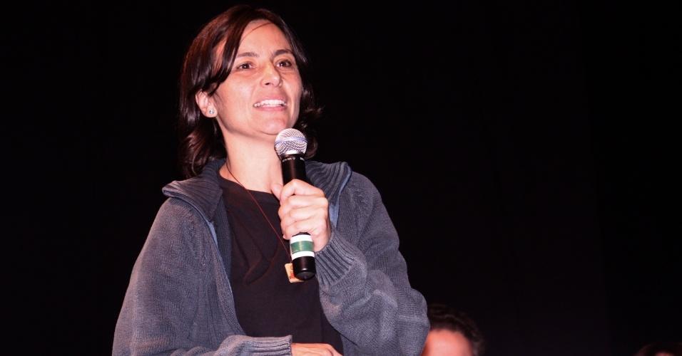 26.set.2012 - A candidata do PPS à Prefeitura de São Paulo, Soninha Francine, participa da cerimônia em comemoração aos 20 anos do Sindicato dos Especialistas de Educação do Ensino Público Municipal no Teatro Gazeta, região central da capital, nesta quarta-feira