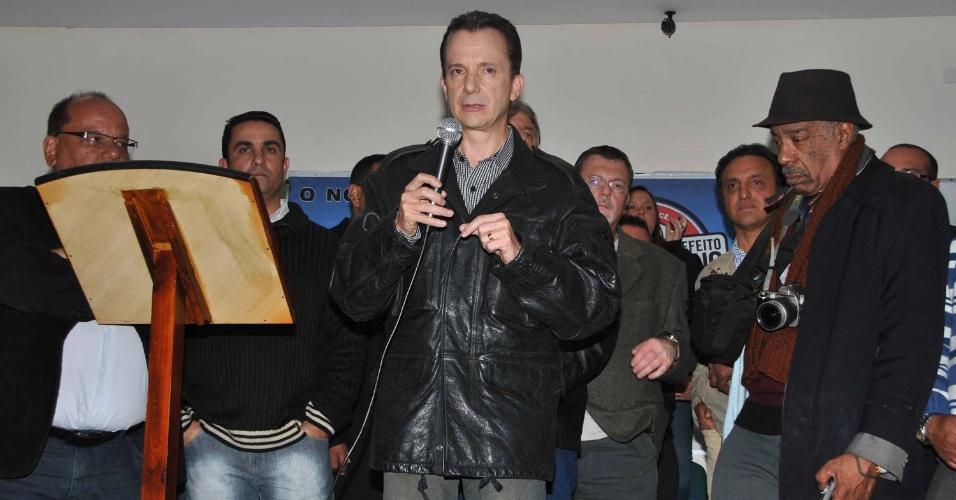 27.set.2012 - O candidato do PRB à Prefeitura de São Paulo, Celso Russomanno (frente), discursa durante reunião com representantes das cooperativas de transporte coletivo, na Vila Prudente