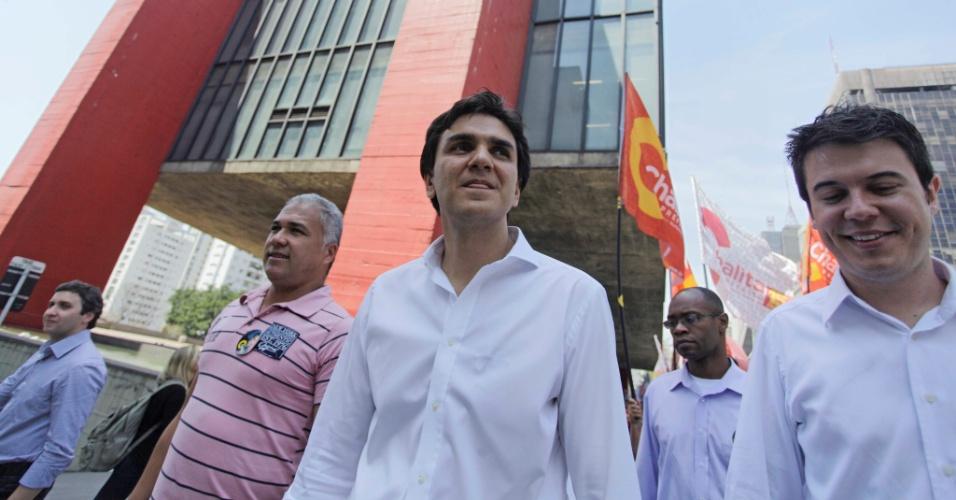 1.out.2012 - Gabriel Chalita, candidato do PMDB à Prefeitura de São Paulo, faz caminhada pela avenida Paulista