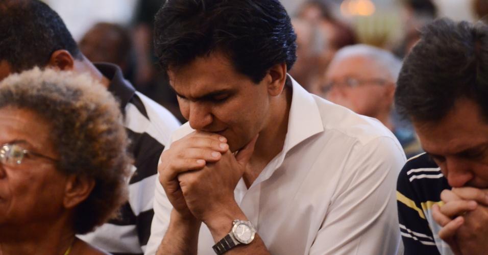 4.out.2012 - O candidato à Prefeitura de São Paulo Gabriel Chalita (PMDB) participou de uma missa na igreja São Francisco de Assis, no Largo São Francisco, centro da capital