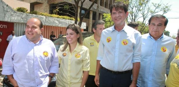 Cid Gomes (segundo da direita para esquerda) diz que partido apoiará a reeleição de Dilma Rousseff