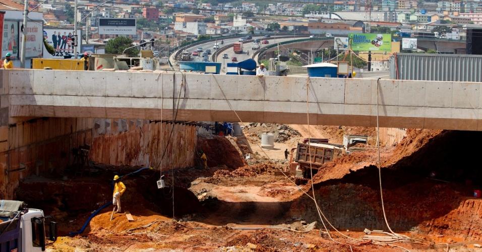 Obras na av. Lions com a av. Vergueiro, na região do Rugde Ramos
