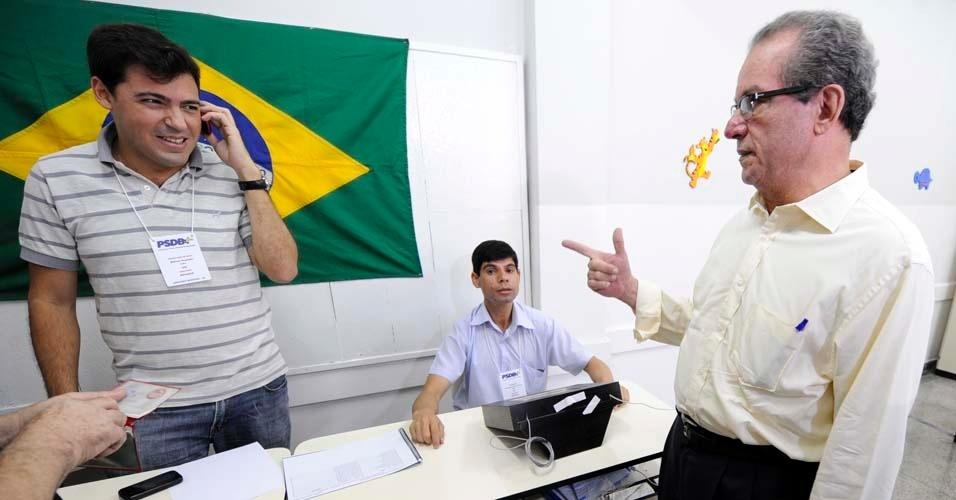 José Aníbal foi ao colégio Saint Exupery, no Butantã, zona oeste da capital paulista, na manhã deste domingo (25), para checar sistema de votação das prévias do PSDB à Prefeitura de São Paulo