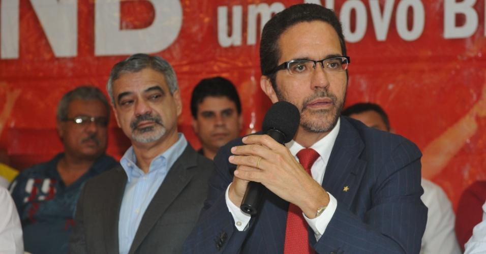 Ao lado do senador Humberto Costa (PT-PE), Maurício Rands (dir.) oficializa sua pré-candidatura à Prefeitura de Recife