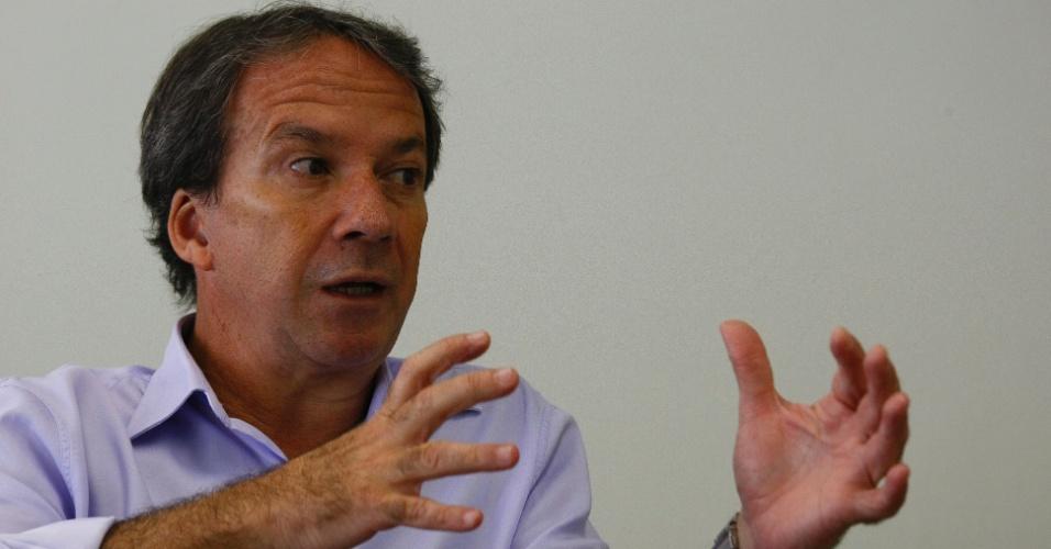3.abr.2012 - Edson Aparecido (PSDB-SP) deve se licenciar da Secretaria de Desenvolvimento e Gestão Metropolitana no mês de junho. Ele vai coordenar a campanha do tucano José Serra à Prefeitura de São Paulo