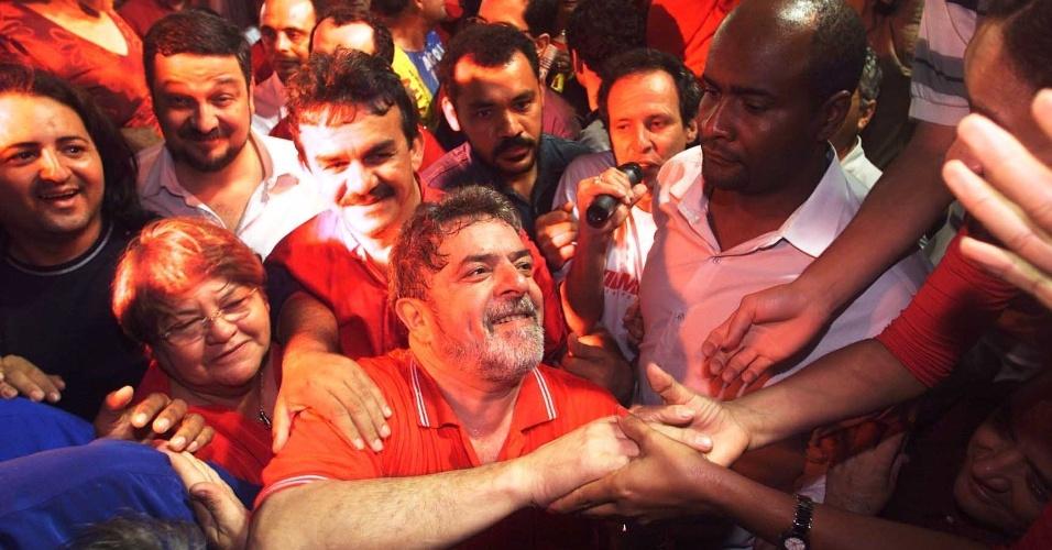 o presidenciável Luiz Inácio Lula da Silva (PT) participa do comício da candidata a governadora Vilma Maia (PSB-RN) no largo do Machadão, no centro de Natal (RN)