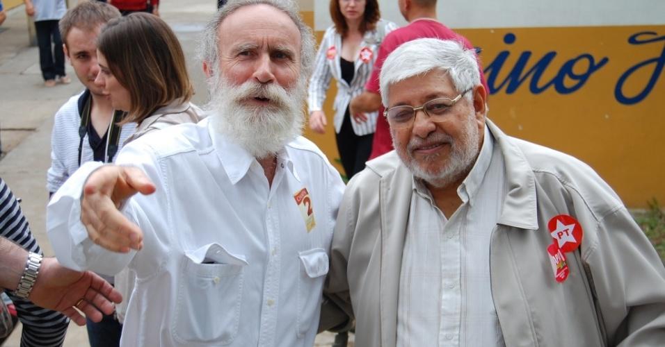 o deputado federal Dr. Rosinha (PT-PR) e o advogado Edésio Passos (dir.) participam em Curitiba da eleição de delegados do PT na capital paranaense