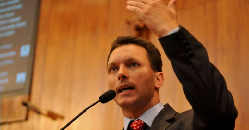 deputado Nelson Marchezan Júnior discursa na Assembleia Legislativa do RS (12/2010)