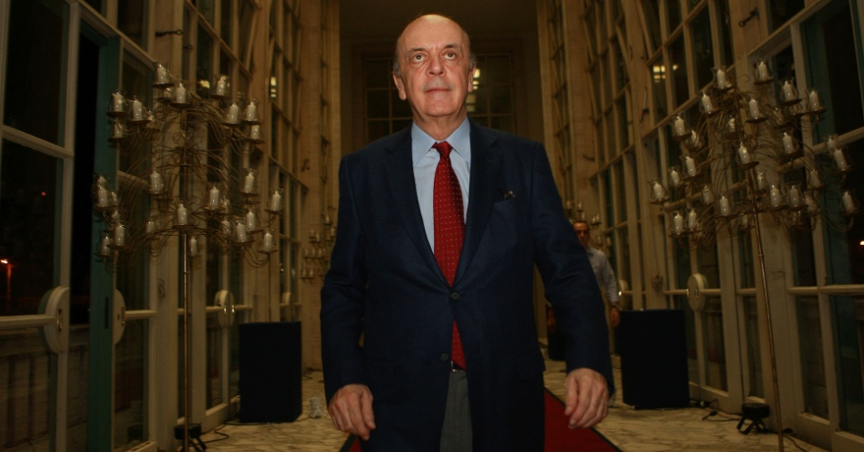 José Serra, candidato do PSDB, chega ao Jockey Clube para o coquetel de aniversário do presidente da seção paulista da OAB, Luiz Flávio Borges D´Urso
