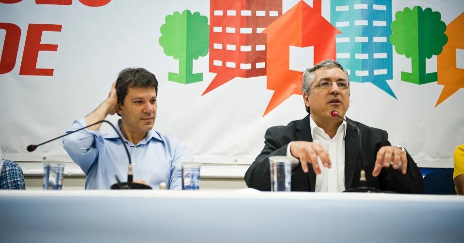 O pré-candidato do PT Fernando Haddad, participa de evento no Sindicato dos Engenheiros com o ministro da Saúde, Alexandre Padilha