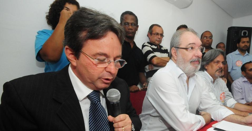 Prefeito de Recife, João da Costa (PT), durante entrevista coletiva no Diretório Municipal do partido, em Recife (PE)