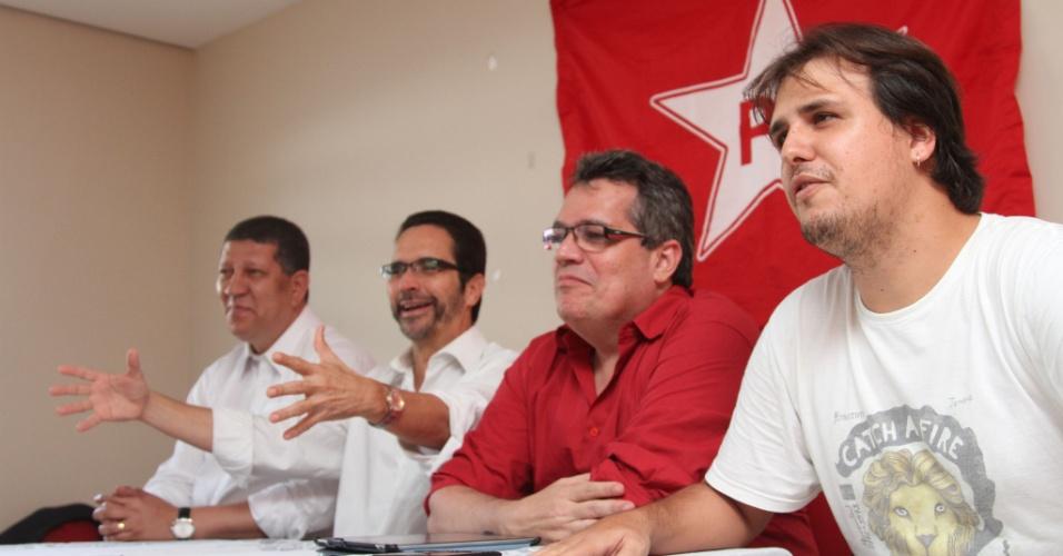 O pré-candidato à Prefeitura do Recife Maurício Rands se reúne com coordenadores da campanha para as prévias do partido