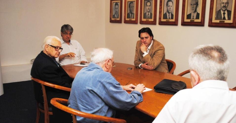 24.abr.2012 - Ratinho Junior, pré-candidato à Prefeitura de Curitiba pelo PSC em encontro com funcionários do Instituto de Engenharia do Paraná