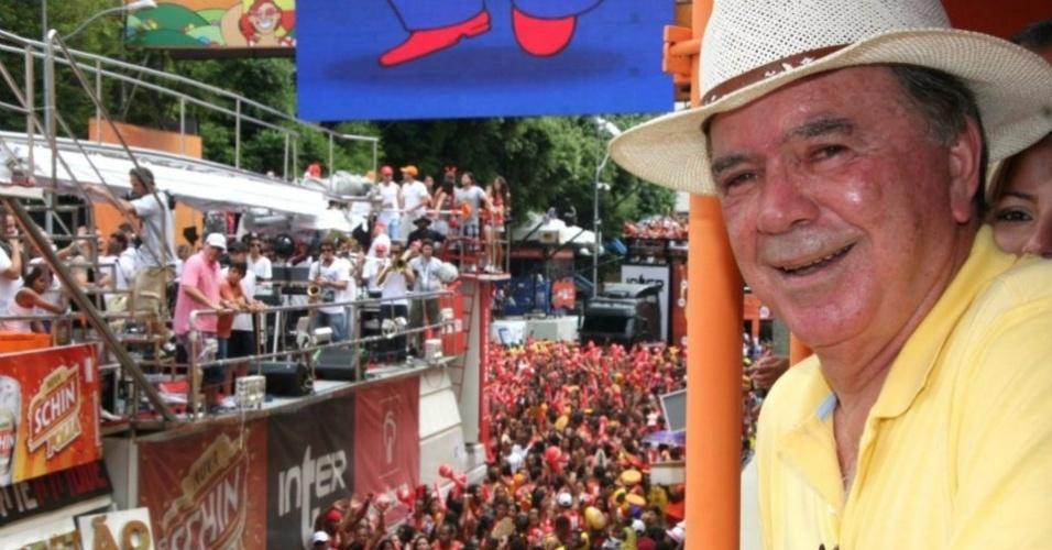 19.fev.2012 - João Leão (PP), pré-candidato à Prefeitura de Salvador, curte o carnaval na praça do Campo Grande, na capital baiana