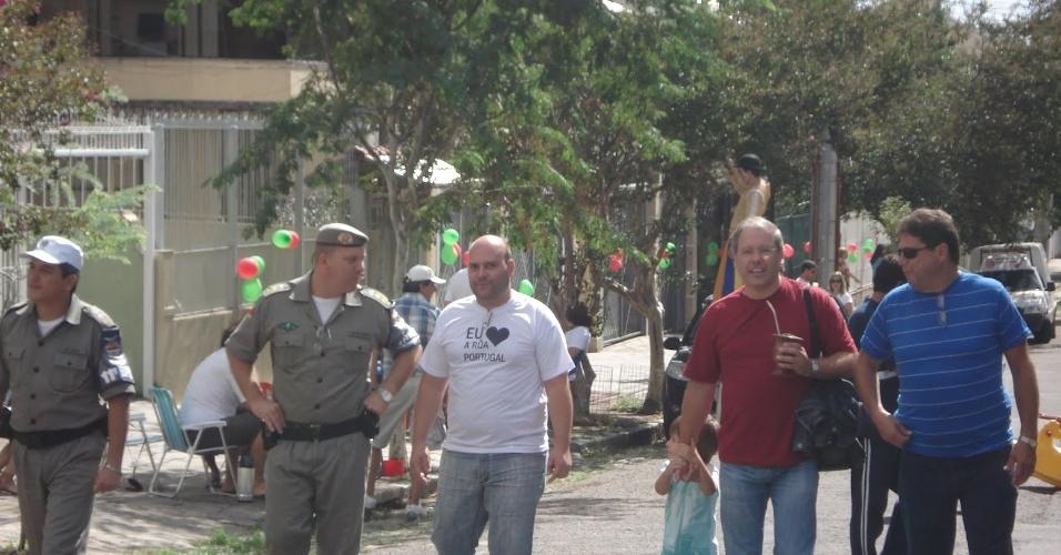 17.17.abr.2012 - Paulo Borges (de camiseta vermelha), pré-candidato do DEM ao Paço Municipal, pode estar disposto a abrir mão da cabeça de chapa para ser vice do tucano Nelson Marchezan Jr