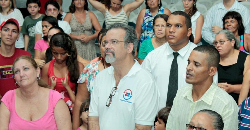 2.mai.2012 - Raul Jungmann (no centro), pré-candidato à Prefeitura do Recife pelo PPS, tem feito ataques pesados ao prefeito João da Costa (PT). No mais recente, criticava gastos de R$ 2 mi em aluguel de carros blindados pela prefeitura