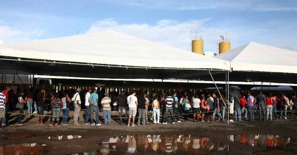 9.mai.2012 - Na manhã desta quarta-feira uma fila de eleitores se formou na entrada do TRE de Salvador. Termina hoje o prazo para emissão de título de eleitor, alteração de local de votação e revisão dos dados cadastrais