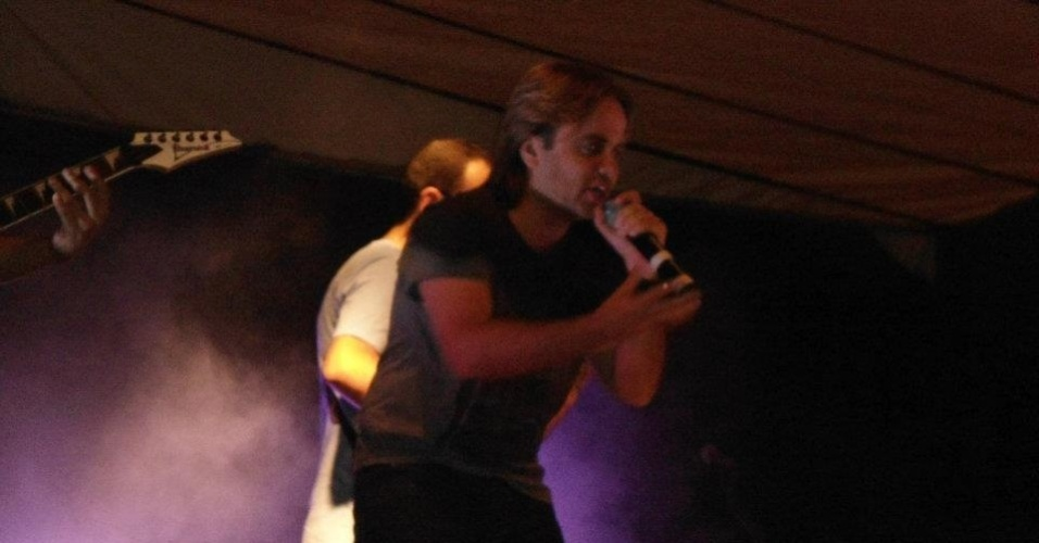 3.mai.2012 - Ligado à ala da Renovação Carismática da Igreja Católica, o pré-candidato petebisda à Prefeitura de Belo Horizonte, Eros Biondi