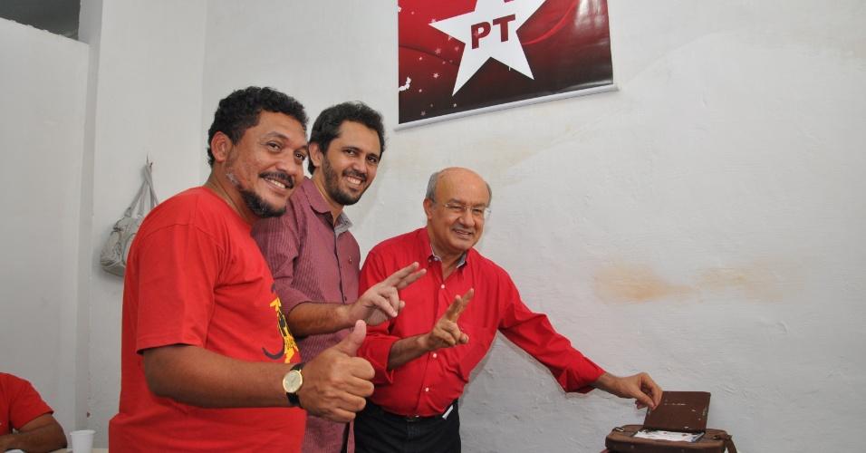 Deputado federal Eudes Xavier (PT-CE), o pré-candidato e secretário municipal da Educação Elmano de Freitas e o senador José Pimentel (PT-CE)