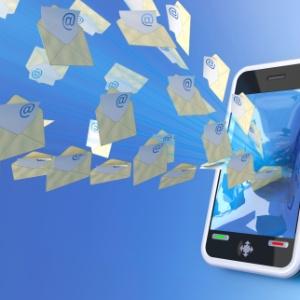 Envio de SMS a cobrar funciona igual a uma ligação . É necessário digitar: 9090+DDD+Número do telefone