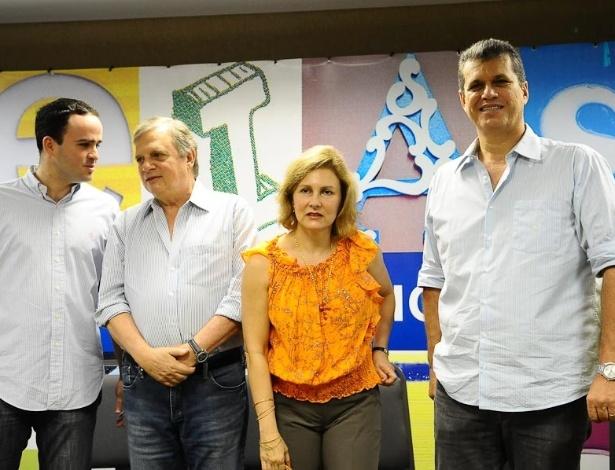 Abr.2011 - presidente do PSDB em Fortaleza, Pedro Fiúza, o ex-senador Tasso Jereissati (PSDB) e sua esposa Renata Jereissati, e o presidente do PSDB no Ceará, Marcos Cals, pré-candidato à prefeitura da capital