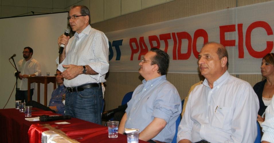 3.mai.2012 - O médico Kamil Fares discursa na cerimônia de posse como presidente do diretório do PDT de Cuiabá
