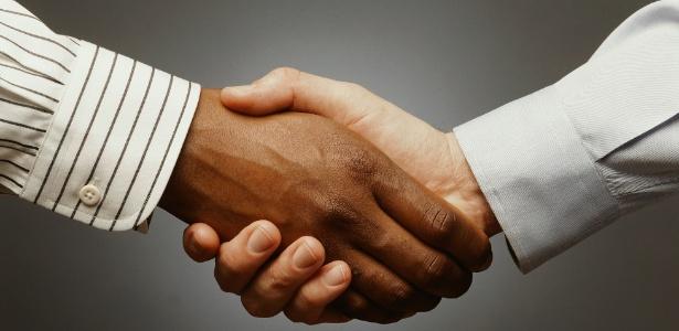 Estudo constatou que as mãos podem ser tocadas por estranhos, mas só elas - Photodisc