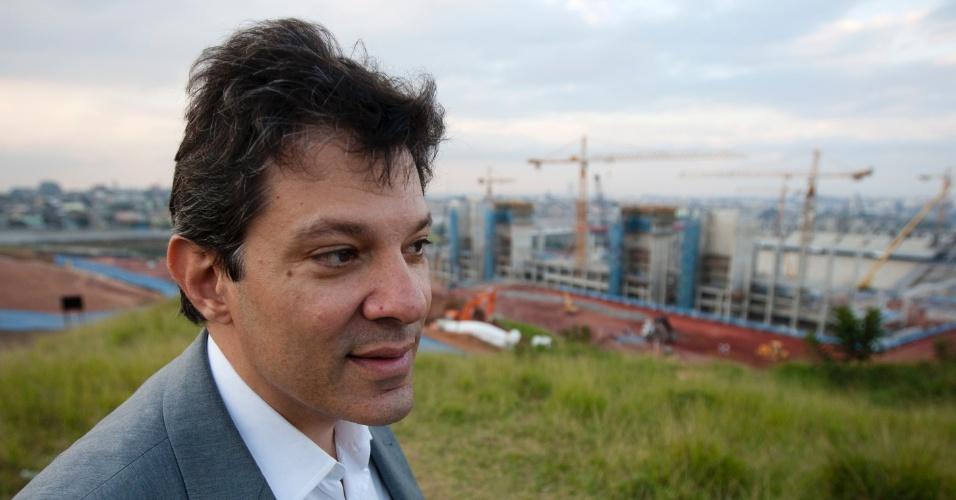 21.mai.2012 - Pré-candidato do PT à Prefeitura de São Paulo, Fernando Haddad, visita obras do estádio do Corinthians, que está sendo construído em Itaquera, na zona leste da capital paulista