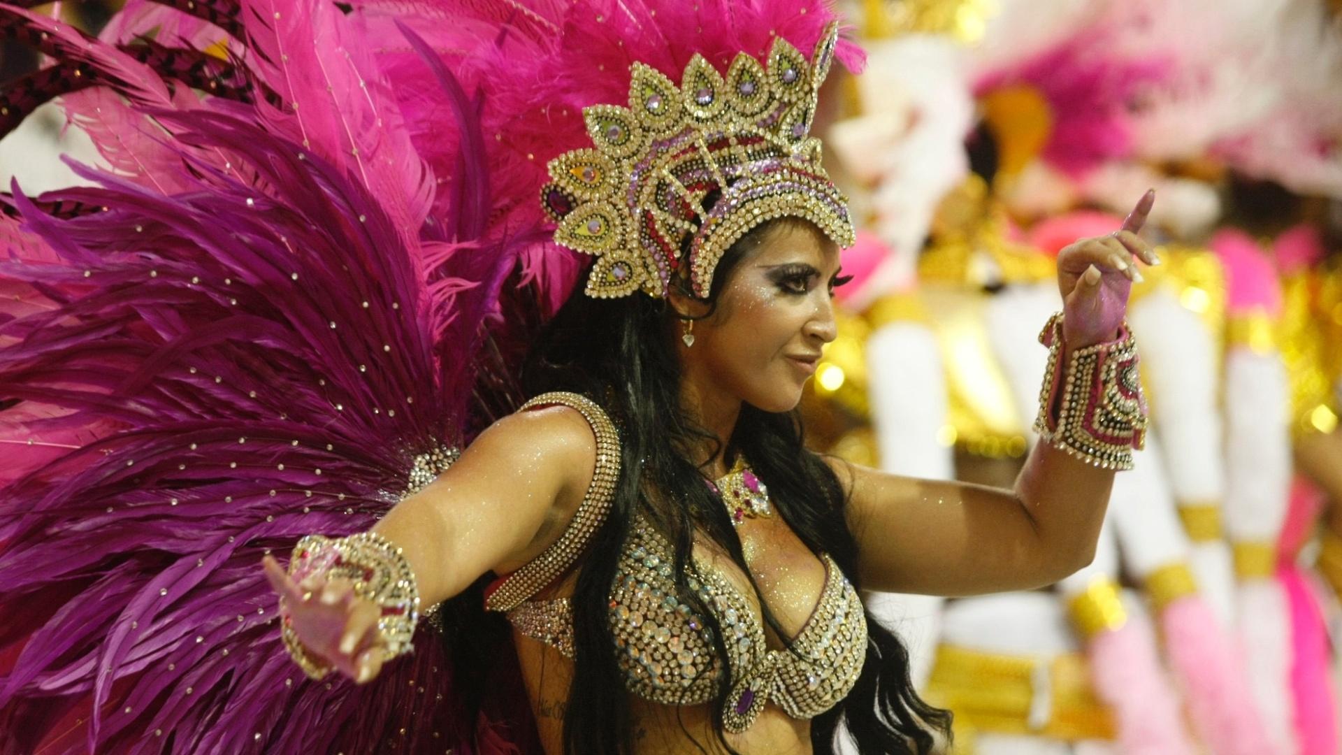 14.fev.2010 - A ex-bbb Priscila Pires no desfile da escola de samba Acadêmicos do Salgueiro com o enredo