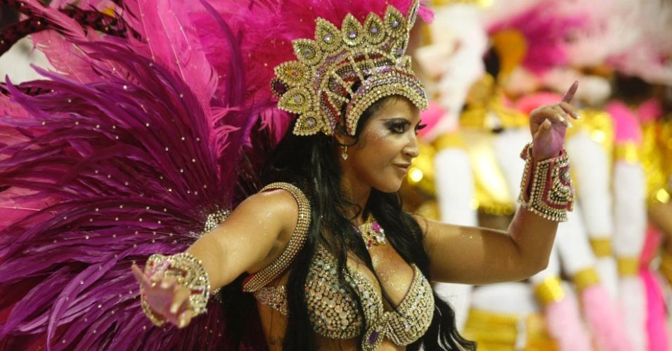 """14.fev.2010 - A ex-bbb Priscila Pires no desfile da escola de samba Acadêmicos do Salgueiro com o enredo """"História Sem Fim"""", na primeira noite do carnaval carioca."""