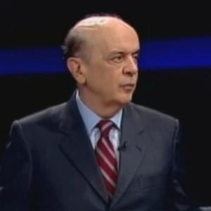 30.mai.2012 - Pré-candidato do PSDB à Prefeitura de São Paulo, José Serra, participa de sabatina promovida pelo portal