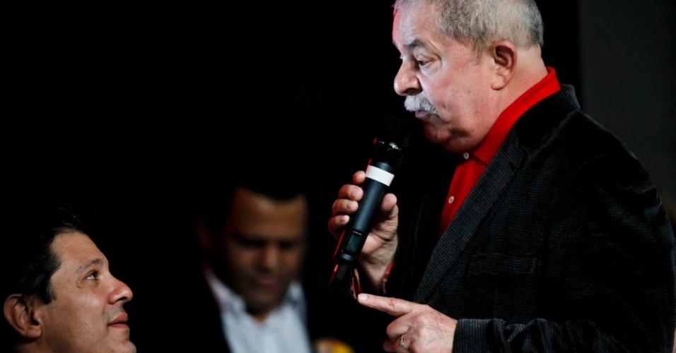 02 jun. 2012 - Ex-presidente Luiz Inácio Lula da Silva ao lado do ex-ministro da Educação Fernando Haddad durante o 18º Encontro Municipal do PT, em São Paulo, evento que lançou a candidatura de Haddad à Prefeitura de São Paulo