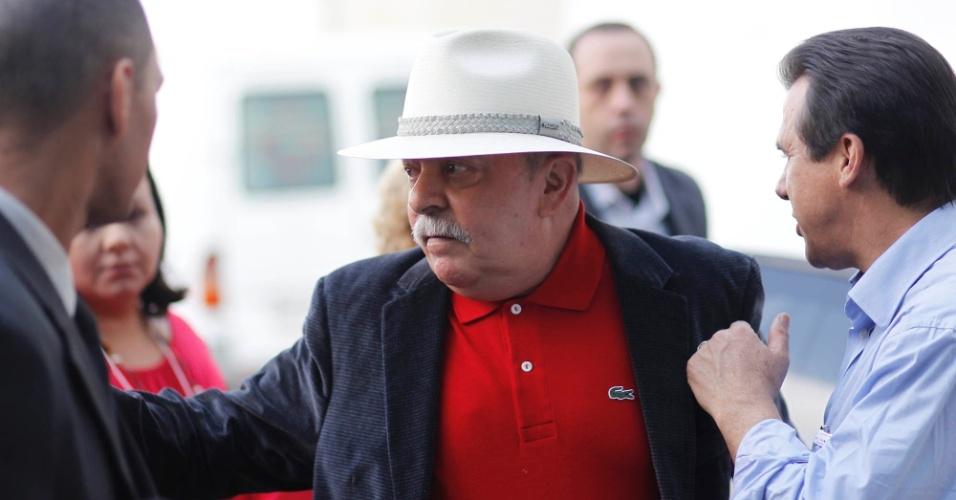 02 jun. 2012 - Ex-presidente Luiz Inácio Lula da Silva chega para o 18º Encontro Municipal do PT, em São Paulo, onde foi lançada a candidatura de Fernando Haddad