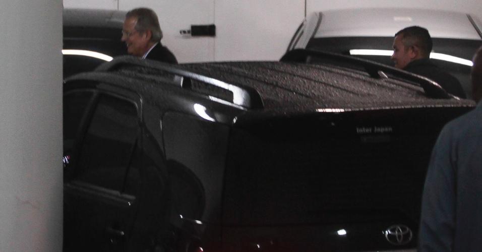 O ex-ministro José Dirceu chega à reunião da Executiva Nacional do PT, em São Paulo, que decide candidatura da sigla no Recife