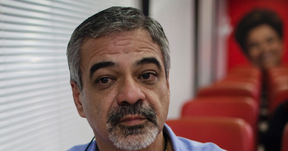 Senador Humberto Costa, escolhido pela Executiva Nacional do PT como candidato do partido em Recife, participa da reunião que definiu a situação na capital pernambucana
