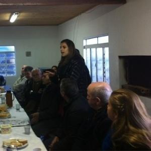 Manuela D'Ávila debate problemas de bairro