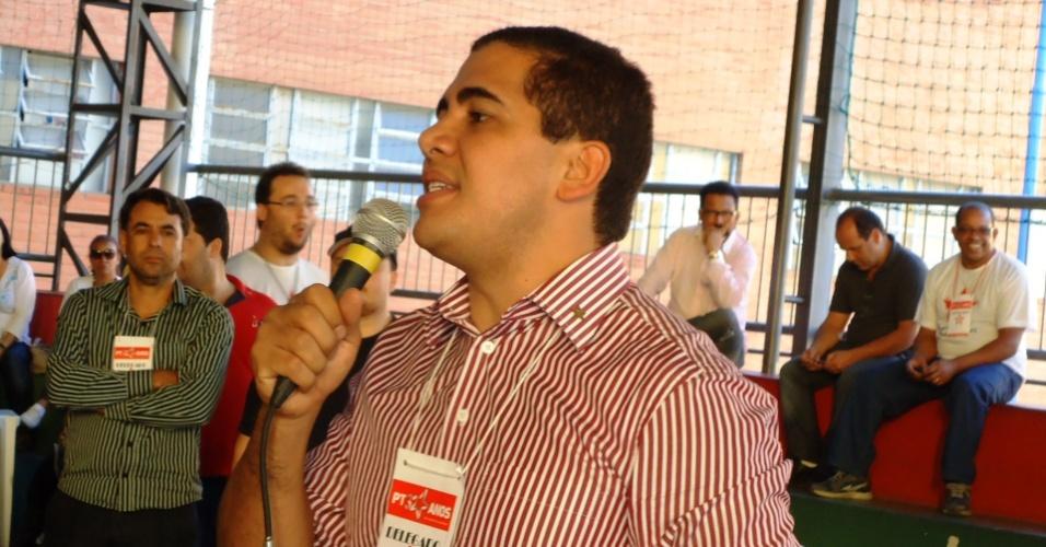 10.jun.2012 - Miguel Corrêa Júnior (PT) discursa durante reunião do partido que o indicou para candidato a vice-prefeito na chapa encabeçada por Marcio Lacerda (PSB), atual prefeito e que tenta a reeleição na capital mineira