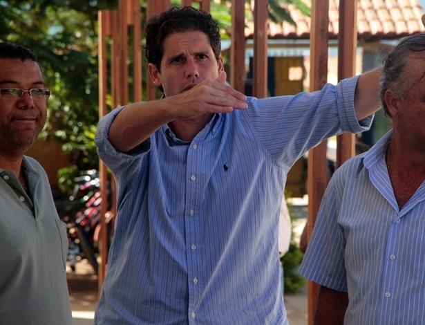 1.mar.2012 - O deputado estadual e pré-candidato do DEM à Prefeitura de Belo Horizonte, Gustavo Corrêa, conversa com correligionários na capital mineira. Ele está último lugar na corrida eleitoral, com 0,8% da preferência dos eleitores