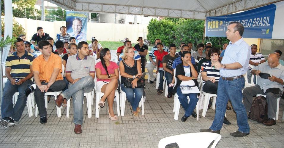 8.jun.2012 - O pré-candidato do PSDB à Prefeitura de Natal, Rogério Marinho, discursa em evento da juventude do partido