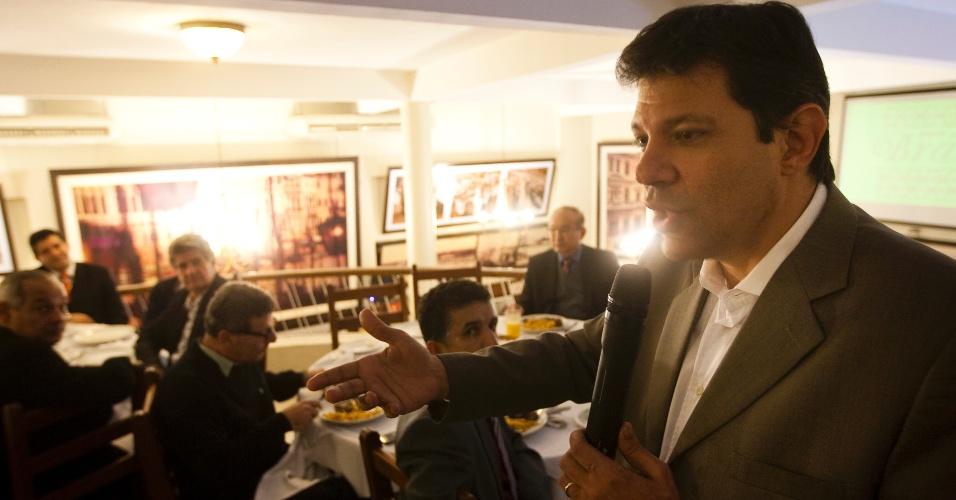 13.jun.2012 - Fernando Haddad (PT) almoça com comerciantes do Brás, na Cantina Gigio